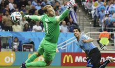 Uruguay vs. Inglaterra: Luis Suárez vence al arquero inglés Joe Hart con un cabezazo. Foto: EFE