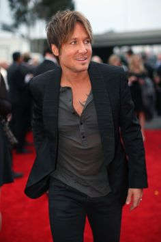 Keith Urban Photos - Singer Keith Urban attends the GRAMMY Awards at Staples Center on January 2014 in Los Angeles, California. - Arrivals at the Grammy Awards — Part 2 Grammy Awards 2014, Keith Urban Concert, Celebrity News, Celebrity Style, Grammy Red Carpet, Nicole Kidman, Celebs, Celebrities, Celebrity Hairstyles
