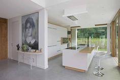 In beeld: moderne villa op een sokkel