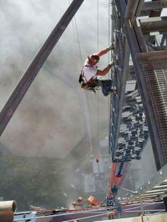 . Steel Erectors, Man Of Steel, Old Pictures, Old Photos, High Iron, Iron Work, Construction Worker, Steel Structure, Jolie Photo