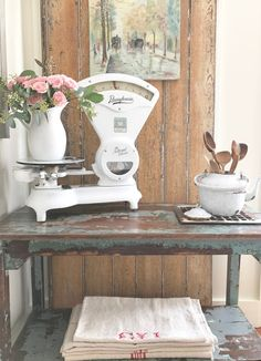 Antique Vintage Decor Such beautifully romantic scenes in the sumptuous post by Mary Alice at Chateau Chic--love them all! Farmhouse Chic, Vintage Farmhouse, Vintage Kitchen, Vintage Appliances, Cottage Chic, French Cottage, French Country, White Decor, Country Decor