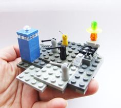 Tiny LEGO Doctor Who diorama with Daleks and Tardis - so cute! ***Previous poster says: FYI the instructions are shit and a bunch of pieces were missing, so if you really like legos, figure out how to build yourself*** Lego Tardis, Lego Doctor Who, Lego Instructions, Cool Lego, Geek Out, Dr Who, Lego Sets, Matt Smith, Legos