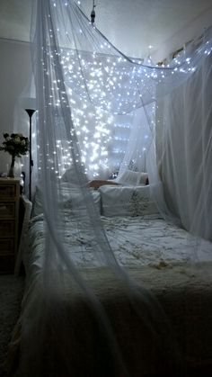 Amazing Canopy Bed With Lights Decor Ideas 4 image is part of 60 Amazing Canopy Bed with Sparkling Lights Decor Ideas gallery, you can read and see another amazing image 60 Amazing Canopy Bed with Sparkling Lights Decor Ideas on website Dream Rooms, Dream Bedroom, My New Room, My Room, Cozy Bedroom, Bedroom Decor, Bedroom Ideas, Houses Architecture, Backyard Canopy