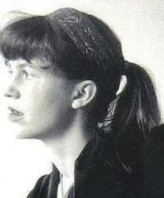 Sylvia Plath poetry: La scrittura come rito religioso Sylvia Plath Quotes, Famous Poets, Writers And Poets, Feminist Writers, American Poets, The Bell Jar, Playwright, Portrait, Amazing Women