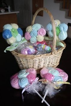 Baby Shower gift idea - Washcloth Lollipops (or burp clothes)