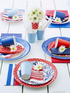 This patriotic table setting with assorted red-white-and-blue paper goods would be perfect for a Memorial Day or of July party! 4th Of July Celebration, 4th Of July Party, Fourth Of July, Picnic Decorations, 4th Of July Decorations, Quotes Pink, Happy Birthday America, Festa Party, Patriotic Party