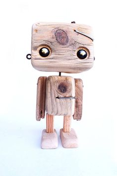 Robot en bois recyclé Le tout petit