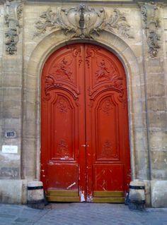 Red door in Paris