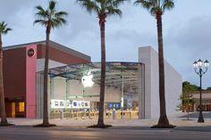 Apple Store, Houston, USA.