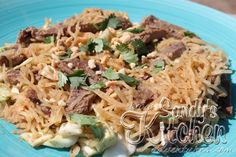 Sandy's Kitchen: Beef Pad Thai (Spaghetti Squash) Also easy to substitute with chicken Medifast Recipes, Beef Recipes, Cooking Recipes, Healthy Recipes, Healthy Meals, Yummy Recipes, Clean Eating, Amigurumi, Simple