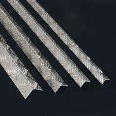 CANTONERA DE ALUMINIO GRABADA Cantonera de aluminio grabada perfecta para la creación de marcos y acabados de todo tipo.#PerfilesdeAluminio #CantoneradeAluminioGrabada #CantoneraAluminioDamero #LProfiles #AluminiumLProfile #TexturedAluminiumLProfile Tie Clip, Metal, Granite, Aluminium Foil, Stair Nosing, Frames, Metals, Tie Pin