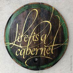 Antiker Fassdeckel / Unikat / aufwendig, manuell mit Goldfarbe bemalt: LIFE IS A CABERNET! #fassdeckel #wanddekoration #wallart Wine Wall Art, Wands, Life, Wine Cask, Room Wall Decor, Walls, Fairy Wands, Sticks