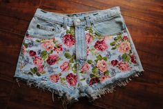 """well some girls might not like the floral shorts but it's a matter of """"taste"""" . and also don't like floral shorts (because i hate flowers) but this one is . Diy Shorts, Vintage Denim, Vintage Floral, Vintage Flowers, Diy Fashion, Ideias Fashion, Fashion Shorts, Vintage High Waisted Shorts, Waisted Denim"""