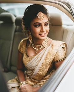 Best solo bride poses for weddings that you can get into for your photoshoot. Solo bridal photoshoot is in trend. Make your wedding album wonderful. South Indian Wedding Saree, Indian Bridal Sarees, Wedding Sari, South Indian Weddings, Indian Wedding Outfits, Bridal Outfits, Tamil Wedding, Wedding Album, Indian Bridal Jewelry