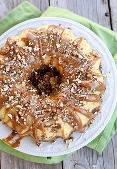 Chocolate Caramel Turtle Flan ~~~ Flan can be terribly intimidating – chocolate cake topped with flan takes it to another level of intimidation!this Chocolate Caramel Turtle Flan really could not be any easier and is pretty foolproof. Just Desserts, Delicious Desserts, Yummy Food, Chocolate Flan, Homemade Chocolate, Chocolate Desserts, Flan Cake, Cake Recipes, Dessert Recipes