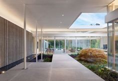 Three cast-concrete volumes form Preston Hollow house by Specht Architects Preston, Residential Architecture, Modern Architecture, Amazing Architecture, Roof Shapes, Concrete Steps, Concrete Walls, Glass Walls, Glass Doors