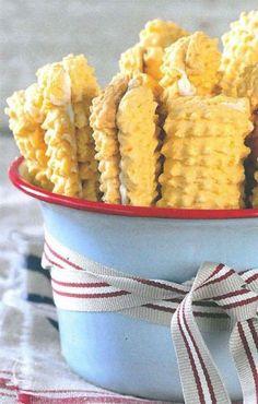 Vakansie sonder koekies is mos nie vakansie nie. Vlakoekies is altyd 'n wenner en perfek vir 'n peuselhappie voor 'n oggendstappie op die strand. Custard Biscuits, Custard Cookies, Biscuit Cookies, Biscuit Recipe, Coffee Biscuits, Cream Biscuits, Dutch Cookies, Baking Biscuits, South African Desserts