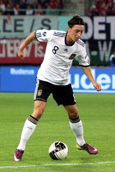 8. Mesut ÖZIL (Germany) Role: Central Midfield Right
