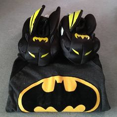 Batman bundle Kids slippers and long sleeve shirt. Slippers size 7-8(M) and shirt size 3T. Both is good condition. Shoes Slippers