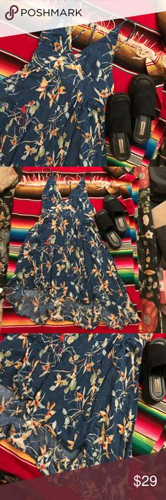 EUC Kimchi Blue Tropical Halter Handkerchief Dress Lovely tropical print halter dress with a handkerchief style skirt. Ties at the neck with a stretchy band in back.  Size Large but fits anywhere from small to large depending on how you want the dress to fit because of the halter top. Great condition, worn twice. Breezy material, perfect for a vacation to somewhere warm! Kimchi Blue Dresses Backless