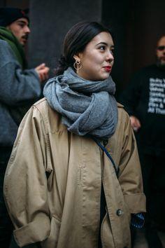 They Are Wearing: Paris Fashion Week Fall 2018 WWD's Kuba Dabrowski captured the best street style looks from Paris Fashion Week Fall/Winter Autumn Fashion 2018, Fashion 2020, 90s Fashion, Korean Fashion, Fashion Outfits, Fashion Tips, Fashion Trends, Style Fashion, Classy Fashion