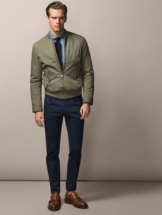 Take a look at the best business casual outfit men in the photos below and get ideas for your work outfits! Casual Outfit Men, Business Casual Attire For Men, Trajes Business Casual, Work Casual, Men Casual, Moda Blog, Mens Fashion Blazer, Fitness, Bomber Jacket Men Outfit