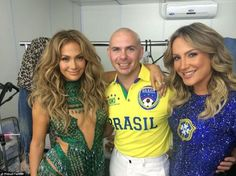 Pitbull tweeted this behind-the-scenes shot of himself posing J-Lo and Claudia