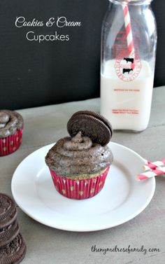 Cookies and Cream Cupcakes | The NY Melrose Family - I couldn't resist pinning this because I LOVE Oreos!!!