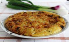 La frittata cipolle e farina, (nchiampara come viene chiamata nel cosentino) come dice il nome, è una frittata senza uova, adatta a chi fa una dieta vegetariania e vegana. La frittata cipolle e farina non è nata come ricetta vegana o vegetariana, ma è nata nei tempi antichi quando ci si alimenta