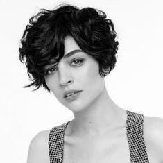 Letztes Mal kam ich zu Euch mit Undercut Pixie Cuts zu den frechen von Euch. Heute habe ich etwas für die glücklichen Damen die Locken haben und einen kurzen Haarschnitt für sich suchen. Was sagt ihr zum Pixie Cut mit lockigen Haaren? Wenn du nach einer modernen kurzen Frisur suchst, eignet sich dafür Instagram sehr …