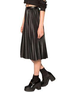 wantering blog - black midi skirt
