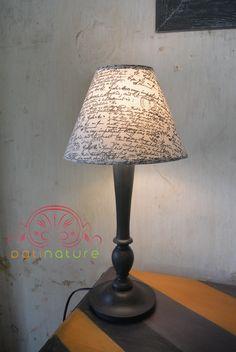 Lampe  poser pied en bois patiné et abat jour en lin imprimé