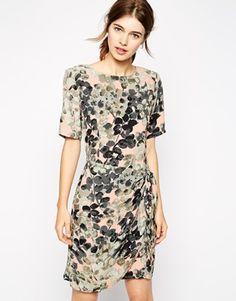 Vergrößern Ganni – Wickelkleid mit Blumenmuster 165€