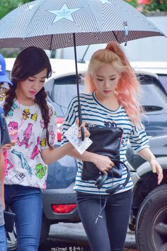 Tiffany and Taeyeon - SNSD
