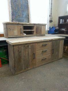 Steigerhouten dressoir en tv-kast.