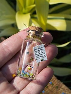 Friends are like stars. Tiny message in a bottle. glass bottle crafts Friends are like stars. Tiny message in a bottle. Glass Bottle Crafts, Bottle Art, Glass Bottles, Perfume Bottles, Bottle Jewelry, Bottle Charms, Bottle Necklace, Cadeau Surprise, Anniversaire Harry Potter