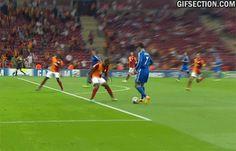 cristiano-ronaldo-goal-against-galatasaray-3.gif (500×321)