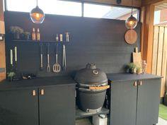 Outdoor Kitchen Matt Black / Buiten Keuken Mat Zwart - Lilly is Love Backyard Sheds, Backyard Patio, Küchen Design, Patio Design, House Extension Design, Bbq Area, Patio Makeover, Outdoor Kitchen Design, Outdoor Living
