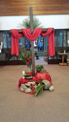 Easter Altar Decorations, Lent Decorations For Church, Church Ideas, Easter Flower Arrangements, Easter Flowers, Church Interior Design, Altar Design, Crosses Decor, Church Flowers