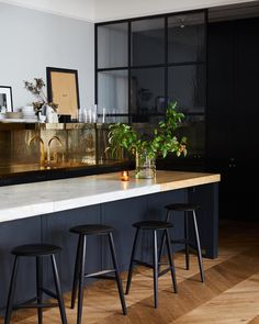 Soho Loft | Design by Meyer Davis Home Kitchens, Cheap Decor, Cheap Home Decor, Kitchen Renovation, Athena Calderone, Home Decor Items, Home Wet Bar, Kitchen Interior, Home Decor