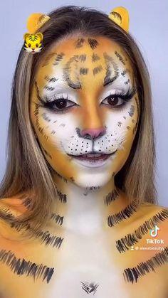 Cool Makeup Looks, Crazy Makeup, Maquillage Cosplay Anime, Make Emoji, Amazing Halloween Makeup, Makeup Makeover, Makeup Challenges, Creative Makeup Looks, Makeup Designs