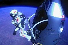 Der 38-jährige Felix Baumgartner bei seinem Rekordsprung am 14. Oktober 2012 - Weltrekorde für Felix Baumgartner: Der Extremsportler ist heute aus 39 Kilometern Höhe abgesprungen und sicher am Boden gelandet.