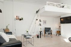 Loft bed ideas for adults - 17 beautiful examples on how they can be incorporated in modern spaces. Small Rooms, Small Spaces, Modern Spaces, Appartement Design Studio, Adult Loft Bed, High Beds, Modern Bunk Beds, Loft Beds, Home Goods Decor