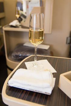 Welcome Drink und Erfrischungstuch #businessclass #airbus #boeing #economyclass #firstclass #etihad #travel #review #food #airbusa330 #champagne