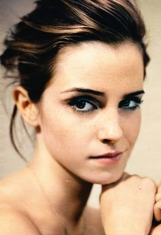 Emma Watson natural colors with faint smoky eye
