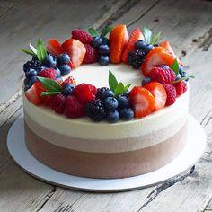 Terrific No Cost fruit cake decorating Style - yummy cake recipes Delicious Cake Recipes, Easy Cake Recipes, Dessert Recipes, Delicious Food, Cheesecake Wedding Cake, Fruit Wedding Cake, Wedding Cakes, Cute Cakes, Yummy Cakes