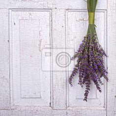 http://pixers.it/lavanda-appeso-a-una-vecchia-porta-43690602