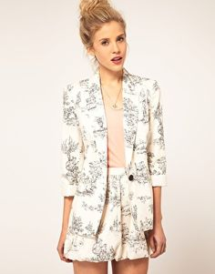Adorable Toile Print Short Suit
