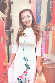 Michelle Phan is gorgeous! Empower Girls, Michelle Phan, Beauty Youtubers, Girl Empowerment, Inspiring Things, Ao Dai, Different Styles, My Hair, Style Me