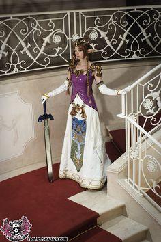 Character: Princess Zelda / From: Nintendo's 'Legend of Zelda: Twilight Princess' / Cosplayer: Francesca Aurora Dani (aka Francesca Dani)